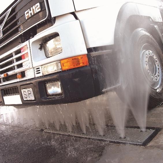pranje podvozja na tovornjaku