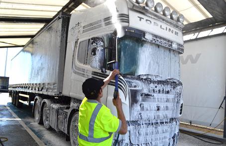pranje tovornjaka z peno