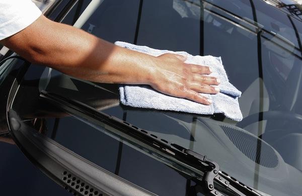 sušenje avtomobila z krpo